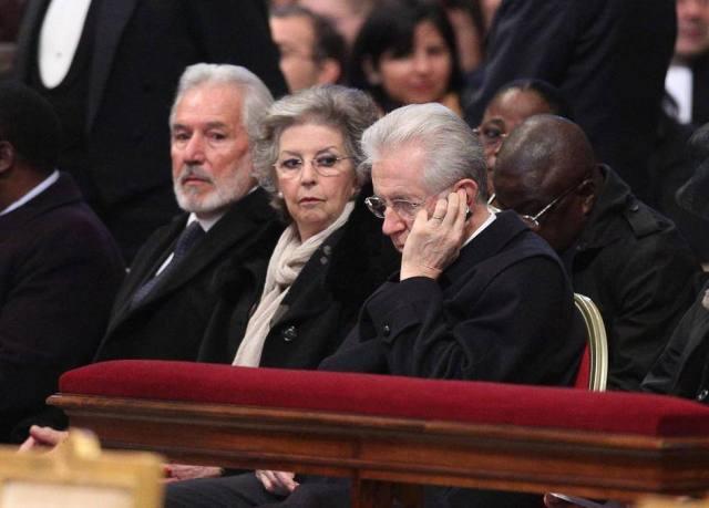 PAPA:ANCHE PREMIER MONTI A MESSA ORDINAZIONE VESCOVO D.GEORG